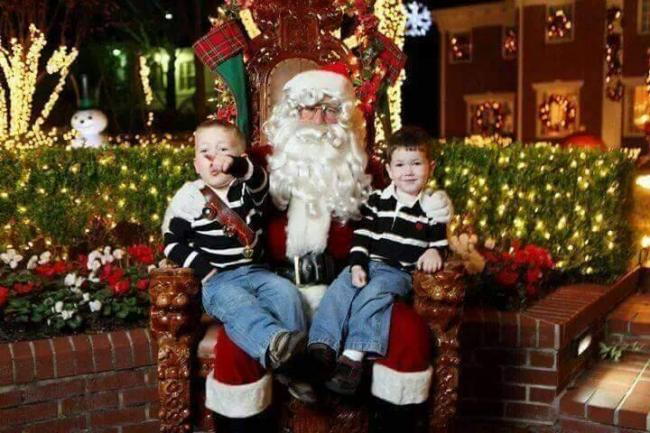 Christmas In The Oaks 2019.Free Pictures With Santa Weather Permitting River Oaks